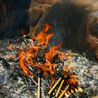 A pyre honors the souls of old brushes at the Kumano Brush Festival. | ANGELES MARIN CABELLO