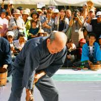 Good signs: A master calligrapher demonstrates his skills at the Kumano Brush Festival. | ANGELES MARIN CABELLO