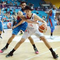 Joji Takeuchi dribbles the ball during Japan's 73-66 loss to the Philippines at the FIBA Asia Championship in Changsha, China, on Sunday. | KYODO