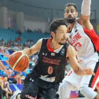 Yuta Tabuse drives to the basket during Japan's 74-67 win over Palestine at the FIBA Asia Championship on Monday. | KYODO