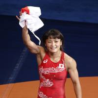 Icho cruises past Olli to capture world title