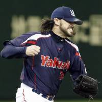 Yakult closer Tony Barnette converted his 39th save of the season on Sunday against the Giants. | KYODO