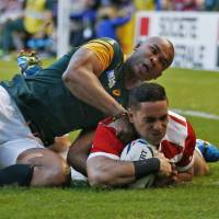 Japan's Karne Hesketh scores a try in the final seconds to give the Brave Blossoms a 34-32 win over South Africa at the Rugby World Cup on Saturday. | REUTERS