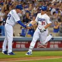 Greinke leads Dodgers past Giants