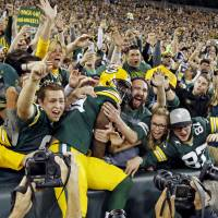 Packers surge late to top Seahawks