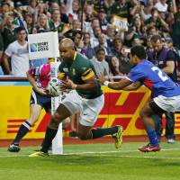 South Africa's JP Pietersen scores a try against Samoa on Saturday in Birmingham, England. | REUTERS
