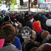 Halloween hits fever pitch in Japan: Scenes from social media