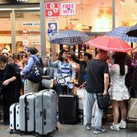 High-end Tokyo stores cash in on China's weeklong holiday
