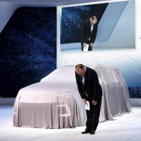 Volkswagen CEO apologizes for emissions scandal at Tokyo auto show