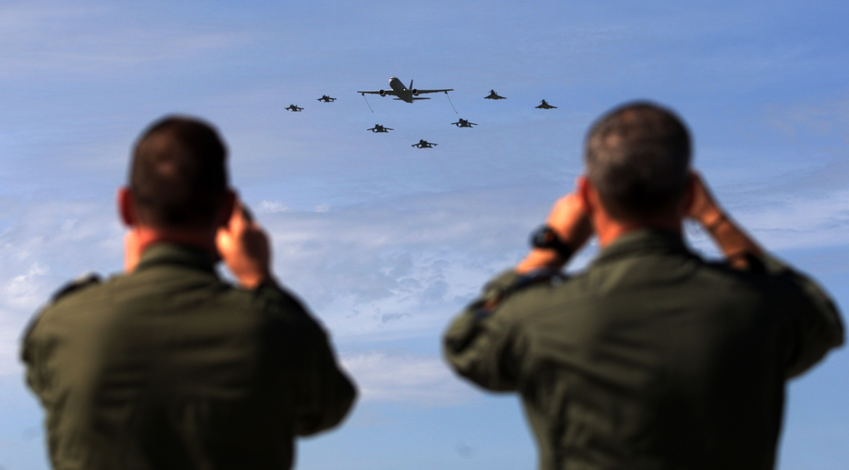 Soldiers take pictures of military aircraft taking part in the opening ceremony of NATO's large-scale Trident Juncture 2015 exercise at an Italian Air Force base in Trapani, Sicily, earlier this month. | AFP-JIJI