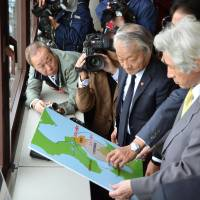 Municipal officials from the city of Hakodate, Hokkaido, brief former Prime Minister Junichiro Koizumi about the Oma nuclear power plant, at Hakodate's city hall on Thursday. | KYODO