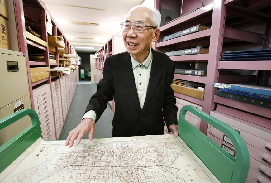 Ex-librarians collect Tokyo air raid maps in effort to promote peace
