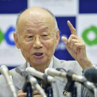 Microbiologist Satoshi Omura holds a news conference Monday evening at Kitasato University in Tokyo after winning the 2015 Nobel Prize in medicine for his work on debilitating diseases caused by parasitic worms. | KYODO
