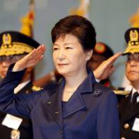 South Korean President Park Geun-hye salutes during the 67th Armed Forces Day in Gyeryong, South Korea, on Oct. 1. The presidential Blue House on Monday said it has proposed a summit with Prime Minister Shinzo Abe on the sidelines of a trilateral leadership meeting next week. | REUTERS