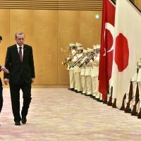 Abe reassures Erdogan of continued support for Turkey over Syrian refugee crisis