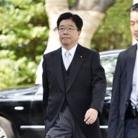 Scores of lawmakers make controversial visit to Yasukuni Shrine