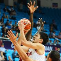Japan's Takatoshi Furukawa scores a team-high 22 points in an 81-67 victory over Qatar in the FIBA Asia Championship quarterfinals on Thursday in Changsha, China. | KYODO