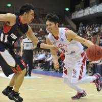 Toyama guard Masashi Joho (31), seen in a file photo, sparked the Grouses with 22 points in a 92-69 road win over the Aomori Wat's on Sunday. | YOSHIAKI MIURA