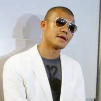 Koki Kameda speaks to reporters at Narita airport on Monday following his return from Chicago. | KYODO