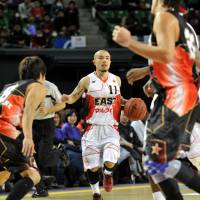 Longtime bj-league star Cohey Aoki, seen in a file photo, led the Rizing Fukuoka with 21 points in Sunday's 69-61 victory over the host Bambitious Nara. | YOSHIAKI MIURA