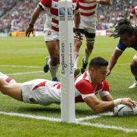 Akihito Yamada scores try against Samoa during their match Saturday in Milton Keynes, England. | REUTERS
