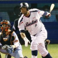 The Swallows' Wladimir Balentien hits a two-run single in the sixth inning on Thursday against the Giants. Balentien went 3-for-4 on the night.   KYODO