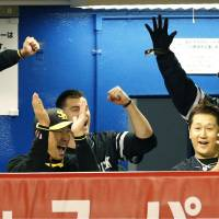 The Hawks had plenty of reasons to smile on Thursday night and throughout their five-game showdown with the  Swallows. | KYODO