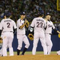 The Swallows celebrate their Game 3 victory over the Hawks at Jingu Stadium. | KYODO