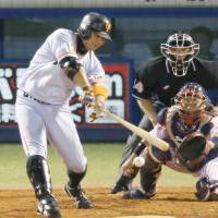 The Giants' Shinnosuke Abe went 11-for-16 in the Central League Climax Series final stage. | KYODO