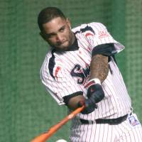 The Swallows hope slugger Wladimir Balentien can make a big impact in the Central League Climax Series final stage against the Yomiuri Giants. | KYODO