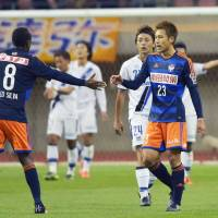 Silva's heroics lift Albirex to win over Gamba in first leg