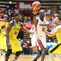 Toshiba edges Hitachi in NBL opener
