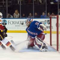 Girardi lifts Rangers past Flames