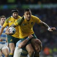 Australia's Israel Folau is tackled during the Wallabies' Rugby World Cup semifinal win over Argentina at Twickenham in London on Sunday. | AFP-JIJI