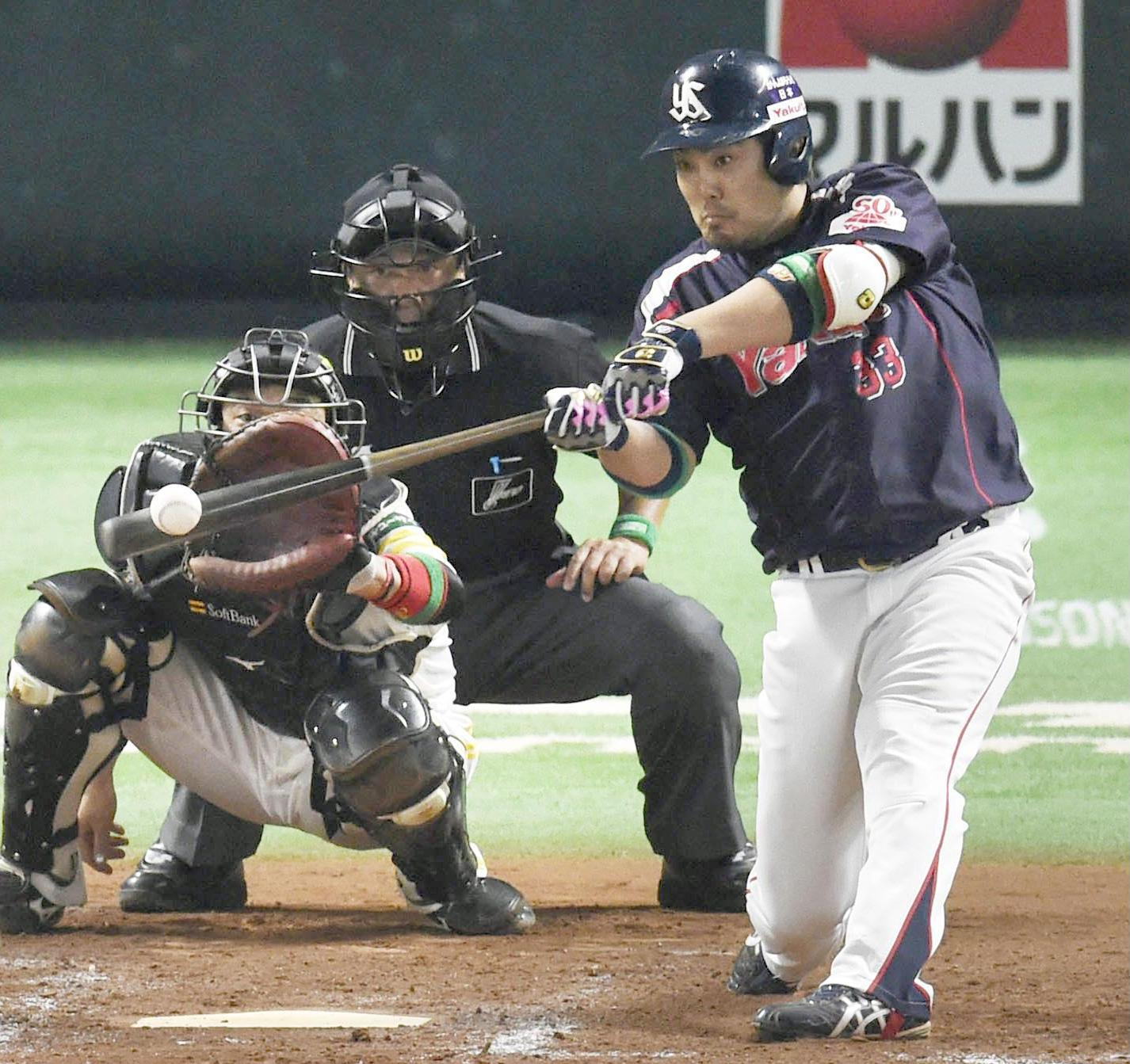 The Swallows' Kazuhiro Hatakeyama, seen bashing a two-run home run in the ninth inning on Saturday, benefited from Yafuoku Dome's new cozy dimensions in the Japan Series opener. The fences were move in by about six meters during the winter. | KYODO
