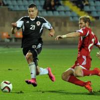 Albania's Odise Roshi (left) tries to get past Armenia's Gael Andonian during their Euro 2016 qualifier in Yerevan on Sunday. | AFP-JIJI