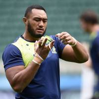 Australia prop Sekope Kepu attends a captain's run training session at Twickenham Stadium on Friday, two days ahead of the Wallabies' Rugby World Cup quarterfinal match against Scotland. | AFP-JIJI