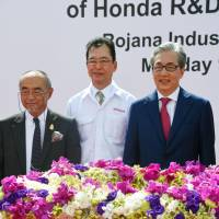 Honda Chairman and Representative Director Fumihiko Ike (center) and Thai Deputy Prime Minister Somkid Jatusripitak (right) attend a groundbreaking ceremony in the eastern Thai province of Prachinburi on Monday for an automobile test course scheduled to be completed in 2017. | KYODO