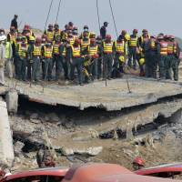 Rescuers search for survivors of Pakistan factory collapse
