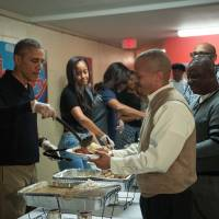 Amid U.S. global travel alert, Obama assures Americans they can safely take Thanksgiving trips