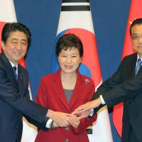 Prime Minister Shinzo Abe, South Korean President Park Geun-hye and Chinese Premier Li Keqiang pose ahead of a trilateral leadership summit at the presidential Blue House in Seoul on Sunday. | AFP-JIJI