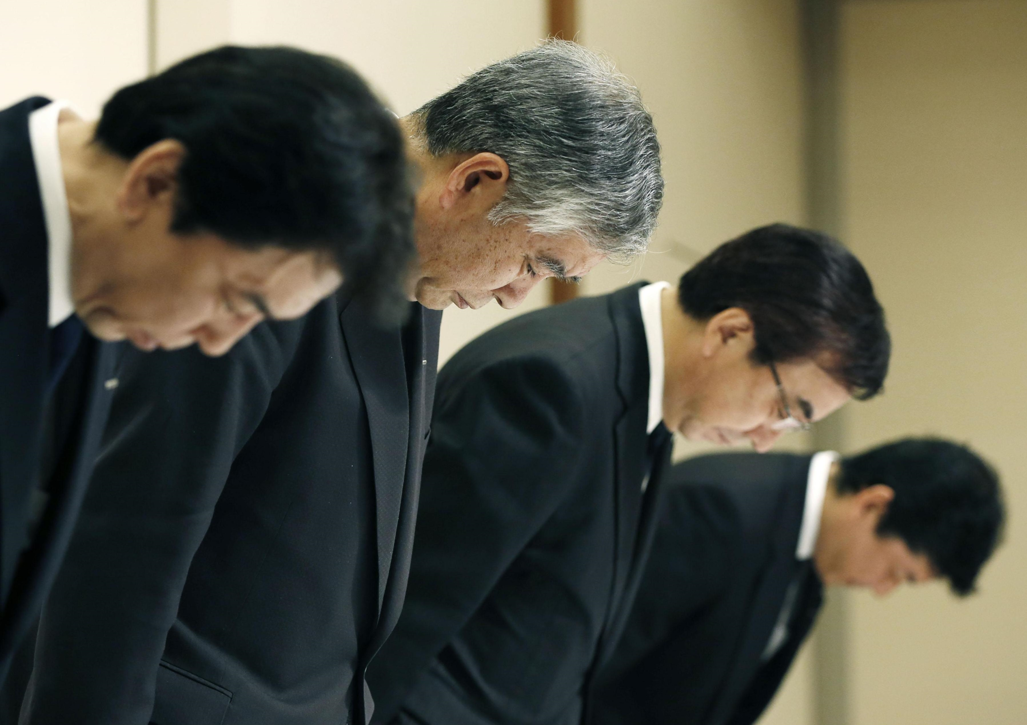 Asahi Kasei Corp. Vice President Masahito Hirai (second from left) and other executives bow in apology Monday during a news conference in Tokyo over the growing data falsification scandal involving the corporate group. | KYODO