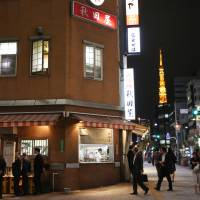 Akitaya, near JR Hamamatsucho Station, is renowned for its offal. | RIE ISHII