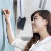 The 2014 survey found that a mere 55.4 percent of the instructors teaching English in public high schools were certified at Grade 1 or Pre-1 of the Eiken test. | ISTOCK