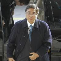 Kimihiro Ishikane, director general of the Foreign Ministry's Asian and Oceanian Affairs Bureau, arrives at South Korea's Foreign Ministry in Seoul on Wednesday. | KYODO