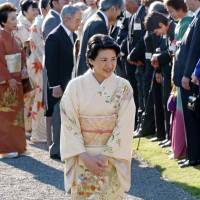 Crown Princess Masako attends an Imperial garden party in October 2003 at the Akasaka Imperial Garden in Tokyo. She has not attended the event since, but may do so next week. | KYODO