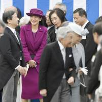 Crown Princess Masako (third from left), accompanied by her husband Crown Prince Naruhito (second from left), attends an annual garden party at the Akasaka Imperial Garden in Tokyo on Thursday. Crown Princess Masako, who has been receiving treatment for a stress-induced illness since December 2003, made her first appearance at the party in 12 years. | KYODO