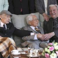 Foes during war, WWII vets from U.K., Japan shake hands