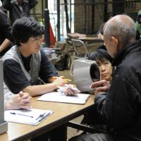 Medecins du Monde workers offer health consultations to the homeless in Ikebukuro, Tokyo. | MAHO HARADA