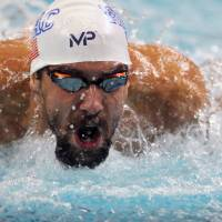 Michael Phelps dominates in 200 IM at Arena Pro Swim Series